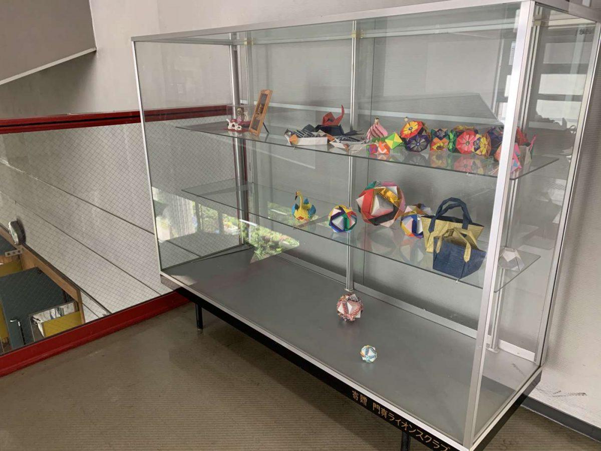 2階展示用ケース及び展示作品についてのお知らせ